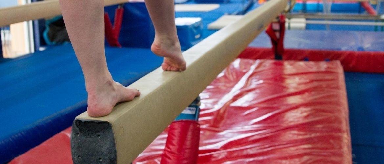Turnbalk voor thuis; wat zijn voordelen en welke oefeningen doe je erop?