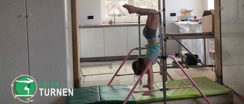 Thuis turnen met je kind; 8 oefeningen voor de rekstok