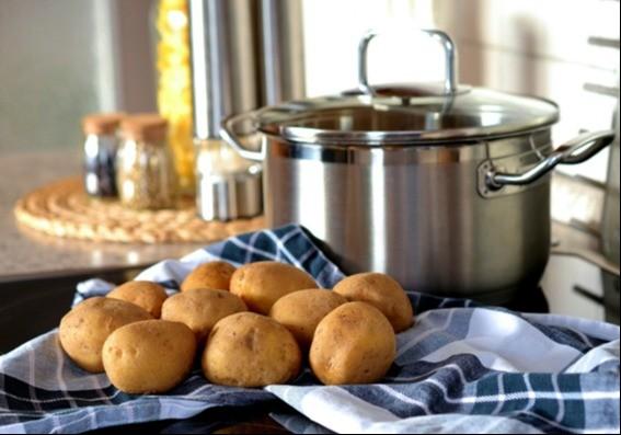 Gepofte aardappel met kwark