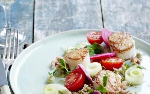 Gebakken sint-jakobsvruchten met quinoa en avocadocrème