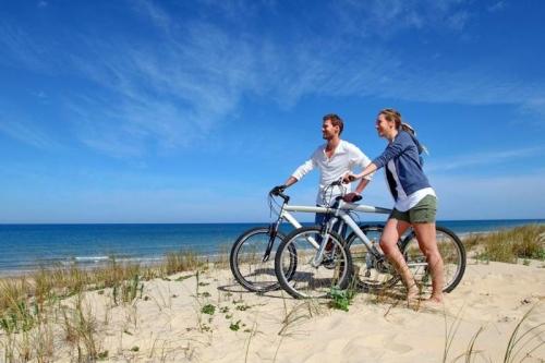 Groepsaccommodaties op Ameland met de fiets over het eiland