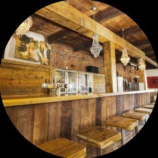 Groepsaccommodatie met eigen bar en muziekinstallatie