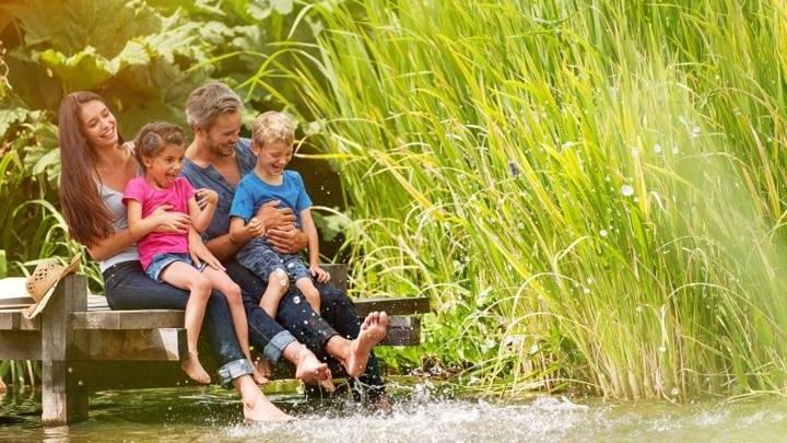 Groepsaccommodaties in Overijssel genieten aan het water met famillie