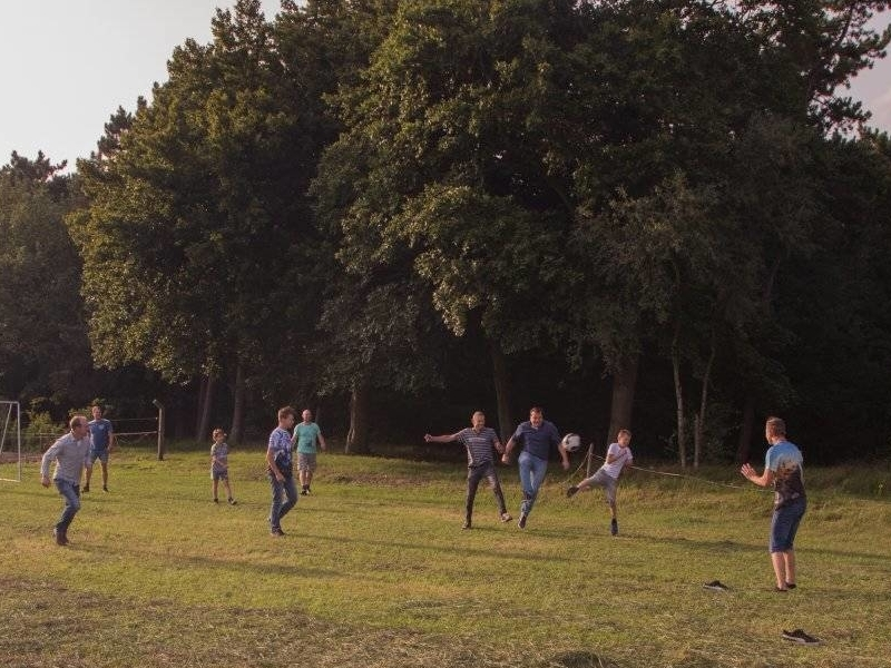Groepsaccommodaties met groot veld voor sport en spel