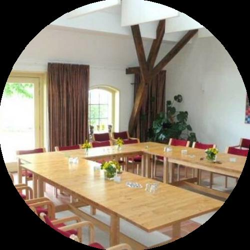 Groepsaccommodaties voor zakelijke groepen met vergaderruimte en faciliteiten