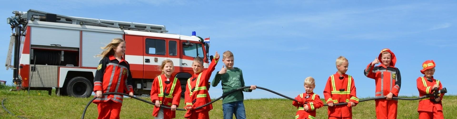 Kinderfeestje brandweer en vervoer met brandweerauto