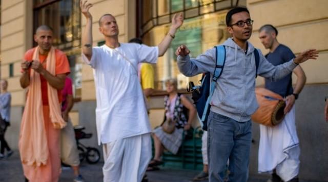De Hare Krishna zette de regel van wederkerigheid met succes in