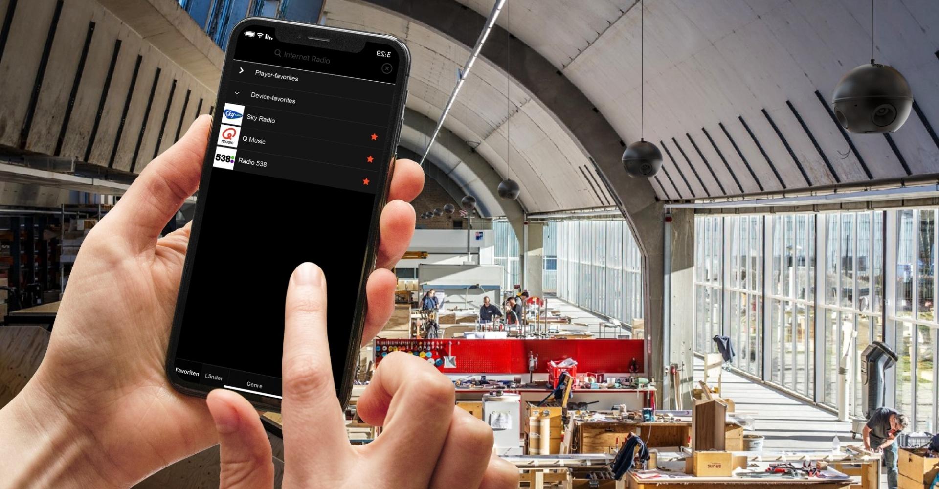 Radio in de bedrijfshal bedienen met app