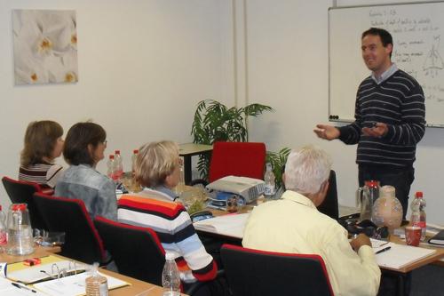 Patrick McKeown geeft les tijdens de Buteyko opleiding