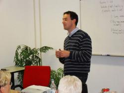 Patrick McKeown geeft les aan de Buteyko Academie