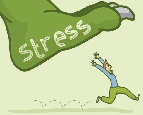 Groene voet met ''stress'' erop met man eronder