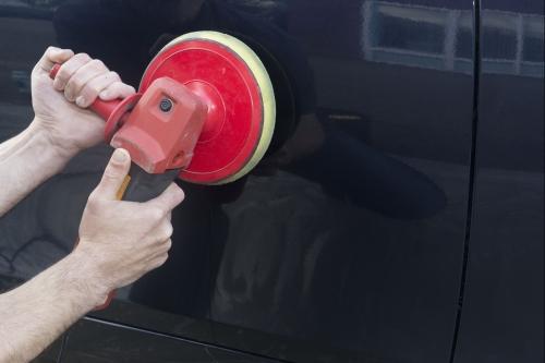 Auto laten polijsten