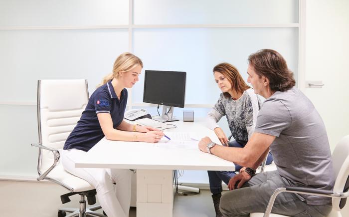 zorgconsulent CDC in gesprek met patiënt