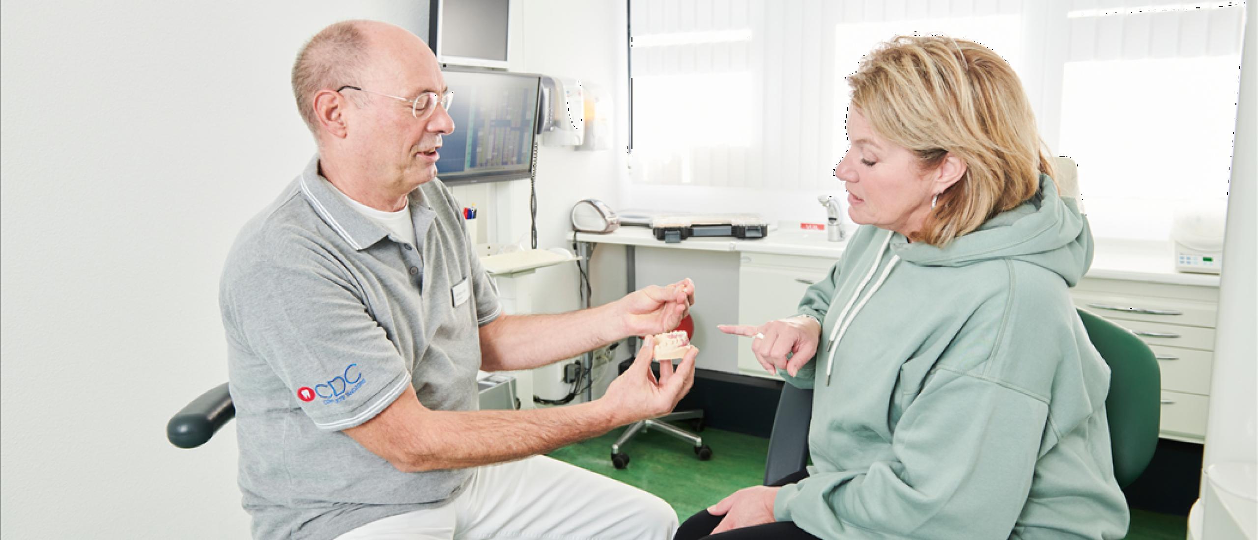 Wat te doen bij een gebroken kunstgebit?