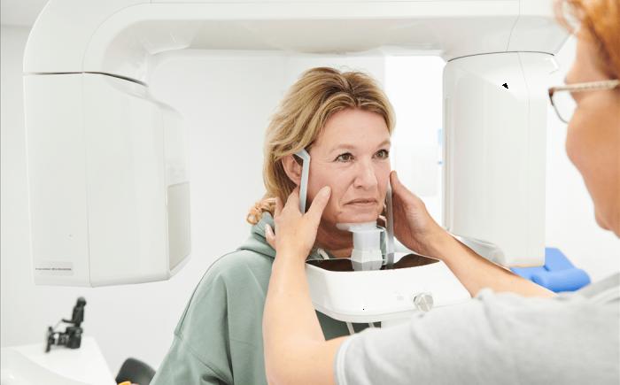 Deskundige zorg van de kunstgebit tandarts van CDC Complete Tandzorg