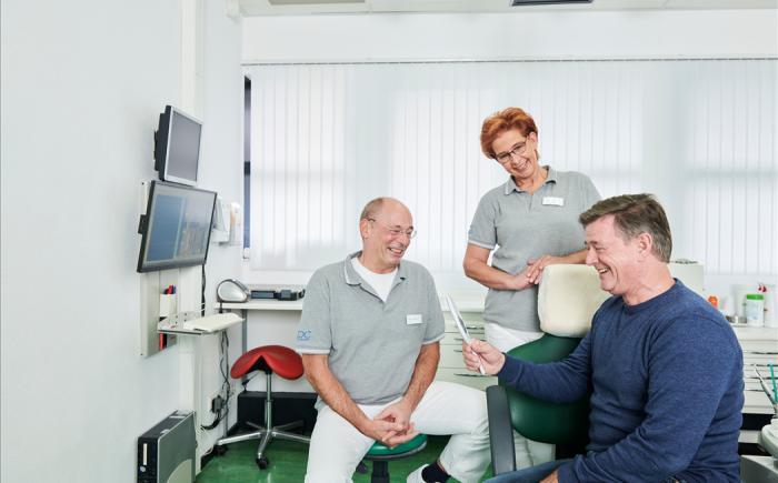 Goed passend kunstgebit van kunstgebit tandarts van CDC