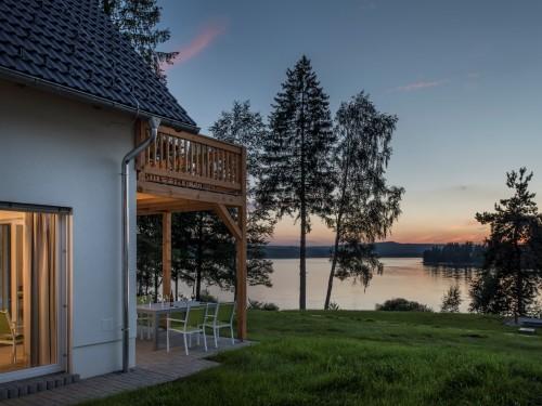 Luxe vakantiewoningen direct aan het water