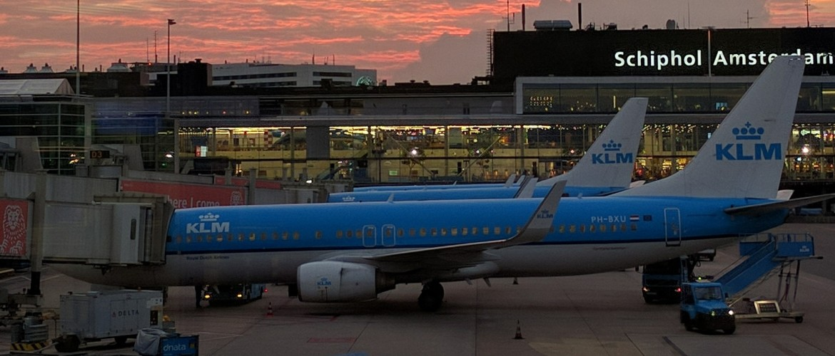 How to travel from Schiphol Airport to Amsterdam City
