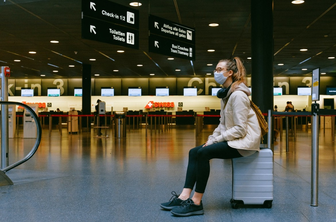 Woman-Travelling-Anxiety-Airport