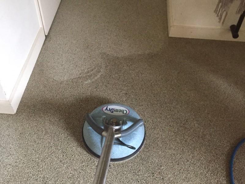 Grindvloer schoon laten maken door Chem-Dry