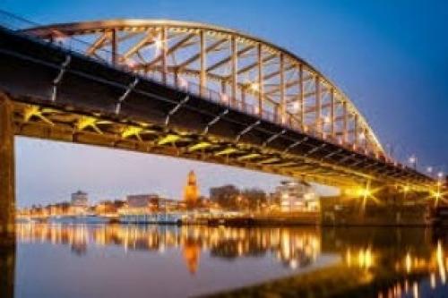 Afbeelding van de stad Arnhem (John Frost Brug bij zonsondergang)