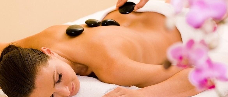 Realiza el masaje con piedras