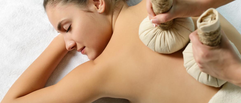 El masaje a base de hierbas