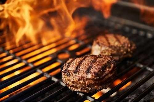 hamburgers op de barbecue