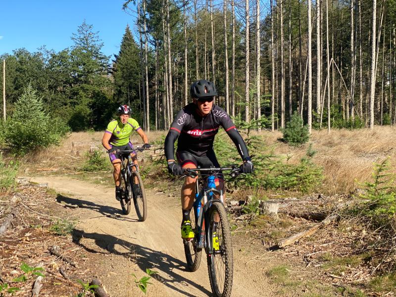Mountainbiken in de omgeving bij een groepsaccommodatie