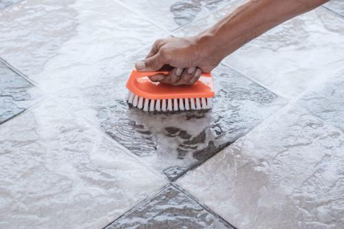 Onderhoud van de antislip vloer coating