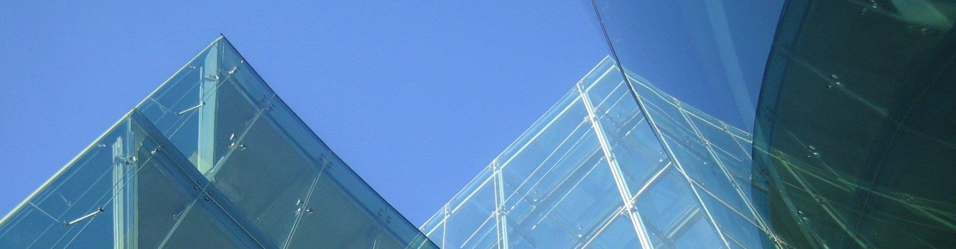 Zonwerend raamfolie op een pand in Dublin