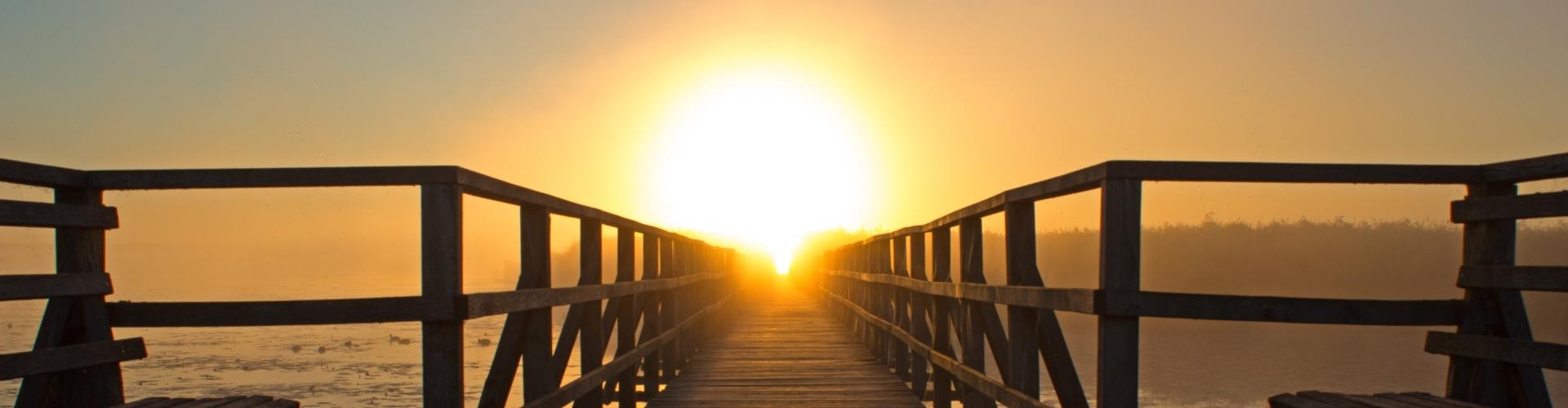 Steiger van houd met zonsopkomst