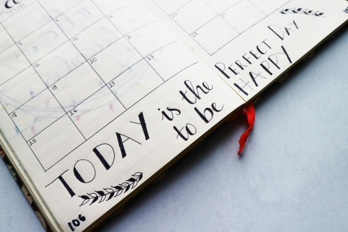 Agenda met tekst: Today is the perfect day to be happy