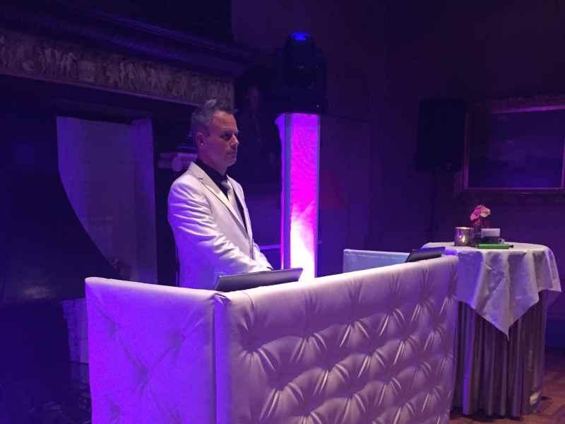 Verjaardagsfeest DJ Johan Post inhuren of boeken hier voor bruiloft in Kasteel de Wittenburg te Wassenaar