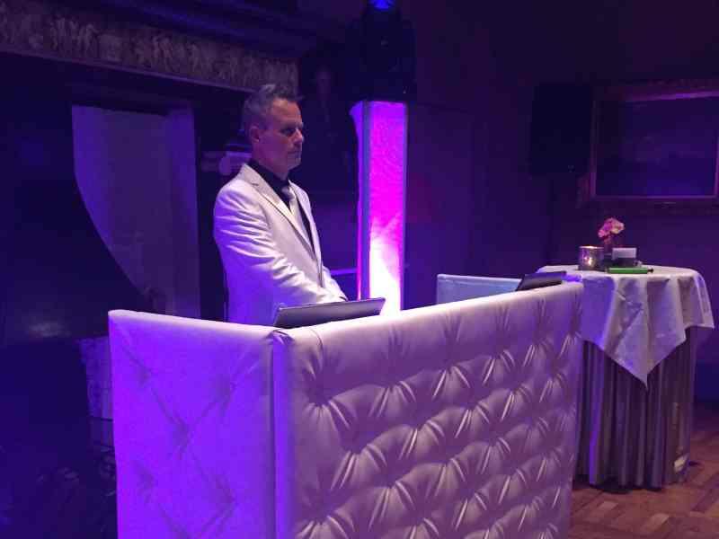 Lounge DJ Johan Post inhuren of boeken voor exclusieve bruiloft in Kasteel De Wittenburg te Wassenaar