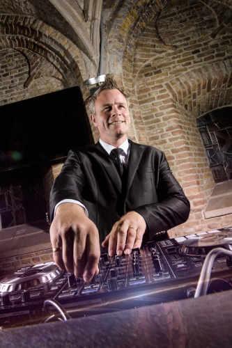 Verjaardagsfeest DJ huren Johan Post boeken zoals hier in het Oude Stadhuis van Gouda