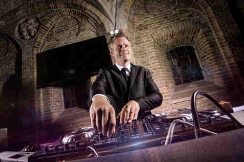 DJ Johan Post inhuren of boeken voor spetterend bedrijfsfeest in Gouda