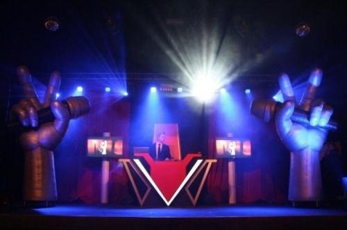 Lounge DJ Johan Post als vaste DJ van The Voice of Holland on Tour hier in Preston Palace te Almelo
