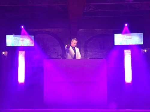 Verjaardagsfeest DJ Johan Post inhuren of boeken met videoclips of allround vj
