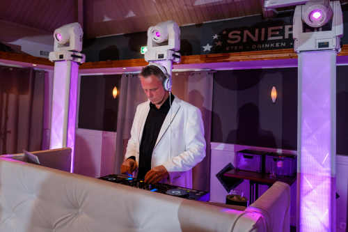 Bedrijfsfeest DJ Johan Post inhuren of boeken als lounge dj hier tijdens een personeelsfeest in De Sniep te Zoetermeer