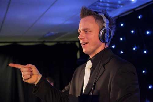 Bruiloft DJ Johan Post inhuren of boeken. Maak een afspraak of beleef een demo avond bij Ambitious in Reeuwijk bij Gouda in Zuid-Holland
