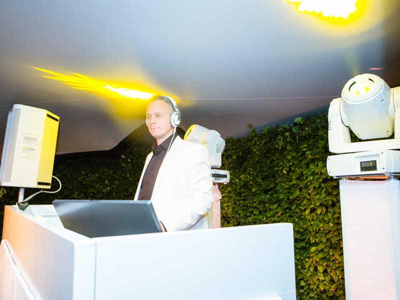 Bruiloft DJ Johan Post in actie tijdens exclusief huwelijksfeest in Gouda