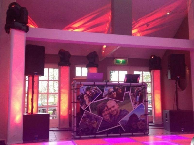 DJ in Gouda DJ Show van DJ Johan Post in The Clubroom van De Zalm Goud