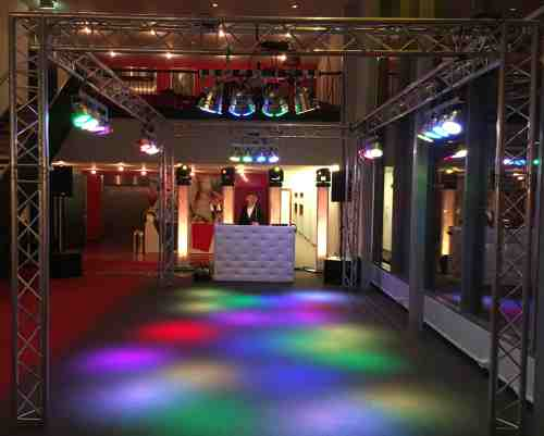Mega dj-show in Theater Castellum te Alphen huren DJ Johan Post boeken