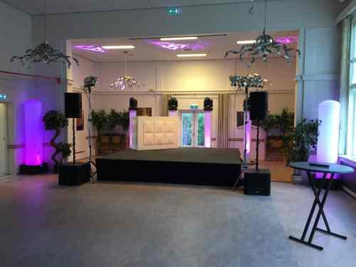 DJ Johan Post inhuren met podium in Bodegraven Zalencentrum De Doortocht