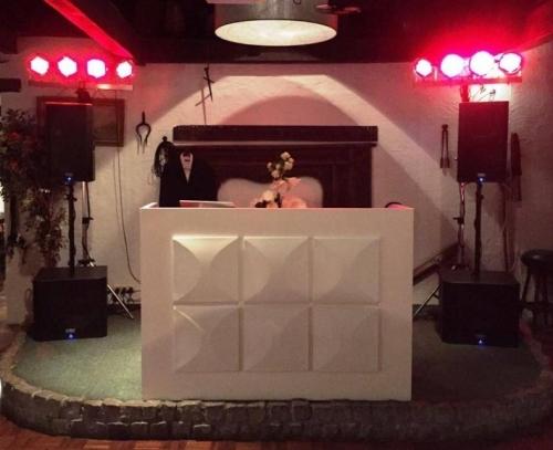 DJ in Bodegraven huren DJ Johan Post boeken met Basic DJ-Show