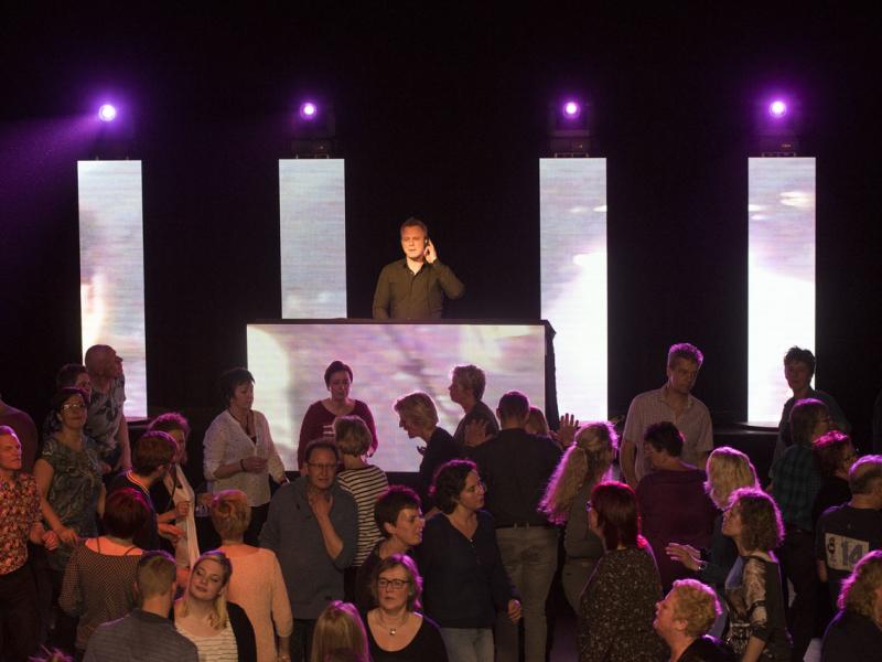 VJ in Bodegraven inhuren voor in het Evertshuis Theaterzaal Themafeest met DJ Johan Post