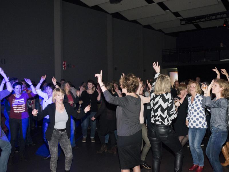 DJ met videoclips in Bodegraven boeken in het Evertshuis Theaterzaal Themafeest met DJ Johan Post