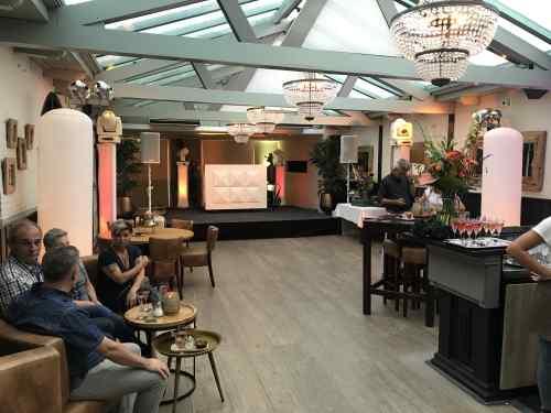 DJ Johan Post inhuren of boeken met saxofonist in De Brasserij te Delft