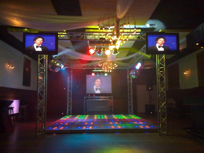 DJ in Reeuwijk zoeken DJ Johan Post met videoclips boeken in Amicitia van Gasterij Vergeer